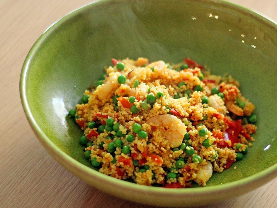 Snelle couscous met garnalen, chorizo en saffraan - La Cucina