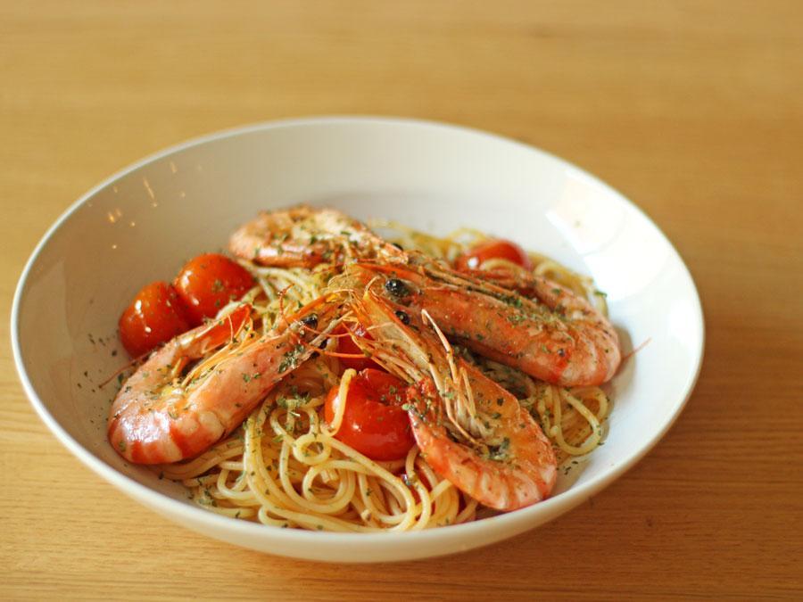 Spaghetti met kerstomaatjes en tijgergarnalen
